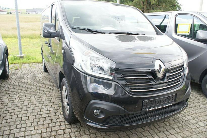 Rent a Car Zagreb Renault TRAFIC 9 SEATS